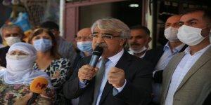 Batman'da konuşan HDP'li Sancar: Ülkeyi yönetmeye talibiz