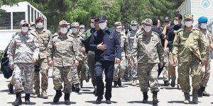 Bakan Akar ve TSK Komuta Kademesi sınır bölgesinde