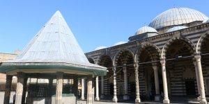 VİDEO - Diyarbakır'da Mimar Sinan yapıtı definecilerin hedefi oldu
