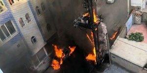 Trafo yandı, alevler otomobile sıçradı