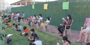 Diyarbakır'da maskeli ve sosyal mesafeli kitap okuma etkinliği