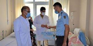 DÜ Hastanesi Başhekimi Akdağ'dan hasta ve çalışanlara bayram ziyareti