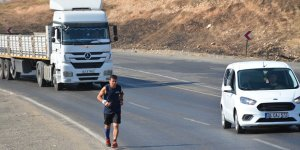 Şırnak'ta 53 yaşındaki sporsever 50 kilometrelik yolu 6 saatte koştu