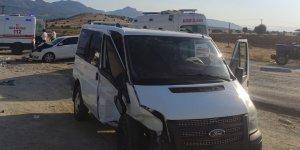 Lice - Bingöl yolunda kaza: 1'i ağır 5 yaralı