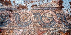 Bin 624 yıllık kiliseye ait mozaikler gün yüzüne çıkarılıyor