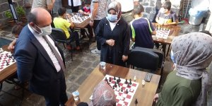 Diyarbakır'da 'Maskeni Tak, Mesafeni Koru, Hamleni Yap' turnuvası