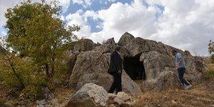 Urartular dönemine ait 3 odalı kaya mezarı bulundu
