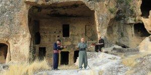 Diyarbakır Hasuni Mağaralarında online konser sürüyor