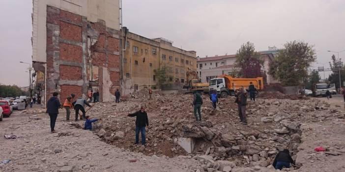 VİDEO - Diyarbakır eski Orduevi'nin yıkımı tamamlandı