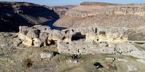 Eğil'deki asırlık tüneller turizme kazandırılıyor