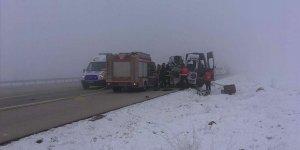 Yolcu minibüsüyle tır çarpıştı: 4 ölü, 5 yaralı