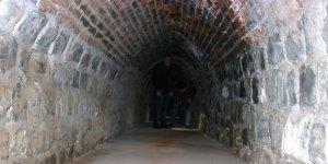 Diyarbakır surlarında savunma alanlarındaki tüneller görüntülendi
