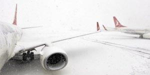 Diyarbakır'da 22 uçak seferi iptal edildi