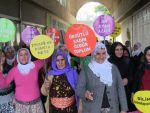 Kadınlar şiddete karşı alanlara çıktı