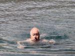 Vali Öztürk'ün 3 bin metrede yüzme keyfi