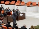 Erdoğan'ın yemini öncesi TBMM başkanı'na iç tüzük fırlatıldı