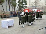 Yaşamını yitirenler askerler için tören