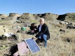 Göçerler, telefonları şarj etmek için güneş panelleriyle geziyor