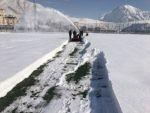 Hakkari şehir stadı kardan temizleniyor