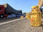 Gaziantep'te yola savrulan yağ trafiği aksattı