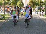 Gelin ve damattan farkındalık için bisiklet turu