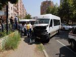 Öğrenci servisiyle minibüs çarpıştı: 3'ü öğrenci 7 yaralı