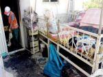 Eşini ve torununu kurtardı kendisi yanarak öldü