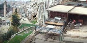 Şanlıurfa'da özçekim yaparken kaleden düşme anı kamerada