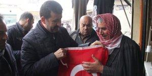 Şanlıurfa'da 10 bin Türk bayrağı dağıtıldı
