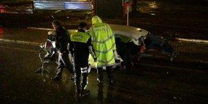 Otomobil ikiye bölündü: 1 ölü, 2 yaralı