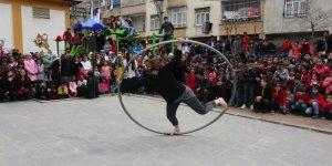 Bağlarlı çocuklar ilk kez sirk gösterisi ile tanıştı