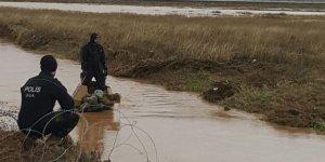 Zırhlı araç sele kapıldı: 2 asker kayıp