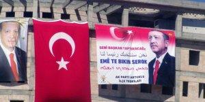 Erdoğan için 4 dilde 'Seni başkan yaptıracağız' pankartı asıldı