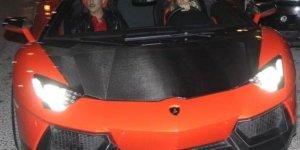 Sarıoğlu, Eşine Aldığı Milyonluk Otomobili Düğün Arabası Yaptı