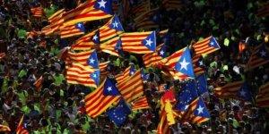 Katalonlar Puigdemont'a Destek İçin Sokağa Çıktı