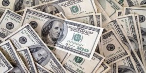 Küresel piyasalarda düşen dolar Türkiye'de yükseliyor