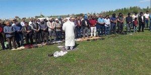 Bismilli çiftçiler yağmur duasında