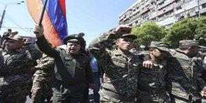 Ermenistan'da asker muhalif gösterilere katıldı!