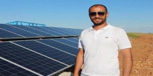 Kayısı bahçesini, güneş enerjisi sistemiyle suluyor