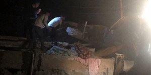İki katlı ev çöktü: 8 ölü 11 yaralı