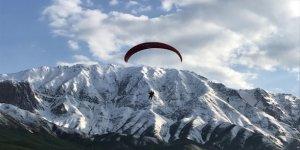Tekirdağ'dan gelip Kato Dağı'nda paraşütle uçtular