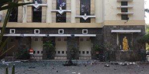 3 kiliseye bomba!