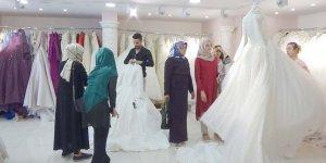 Düğün sezonu gelinlik satışlarını arttırdı