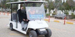 """Engelli ve yaşlılara """"golf aracı"""" ile kabir ziyareti hizmeti"""