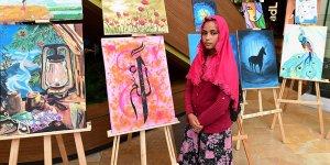 Resim kursiyerleri tablolarını sergiledi
