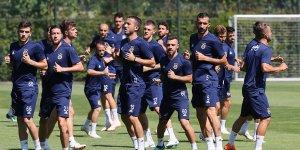 Fenerbahçe, hazırlıklarını sürdürüyor