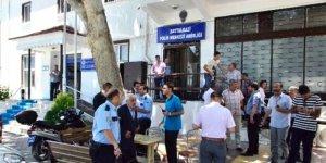Karakolda polis polisin boğazını keserek öldürdü