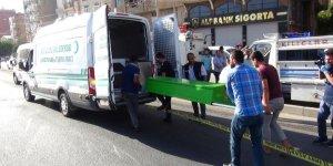 Tırın altında 70 metre sürüklenen yaşlı adam hayatını kaybetti