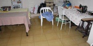 Atık su borusu tıkanınca evleri su bastı