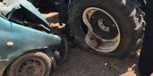 Otomobil İle Traktör Çarpıştı: 1 Ölü, 4 Yaralı